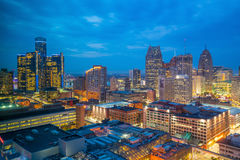 Вид с воздуха городского Детройта на сумерк Стоковые Изображения