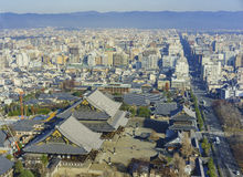 Вид с воздуха городского пейзажа Higashi Honganji и Киото городского Стоковое Изображение RF