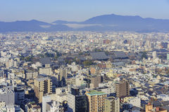 Вид с воздуха городского пейзажа Nishi Honganji и Киото городского Стоковая Фотография