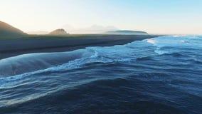 вид с воздуха голубое море Волны побили против песочного берега видеоматериал