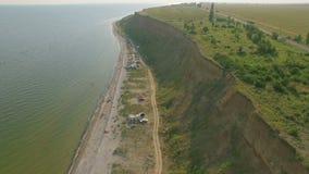 Вид с воздуха залива около моря и скал акции видеоматериалы