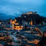 Вид с воздуха Зальцбурга, Австрии на ноче Стоковое фото RF