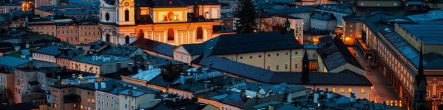 Вид с воздуха Зальцбурга, Австрии на ноче Стоковое Изображение