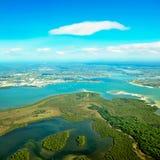 Вид с воздуха земли & воды Стоковое Изображение