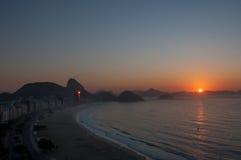 Вид с воздуха известного пляжа Copacabana в Рио-де-Жанейро Стоковые Фото