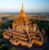 Вид с воздуха к виску Htilominlo на рассвете bagan myanmar Стоковое Изображение RF