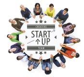 Вид с воздуха многонациональных людей с Startup концепцией дела Стоковые Изображения RF