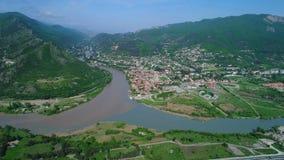 Вид с воздуха монастыря Jvary и Mtskheta, Georgia сток-видео