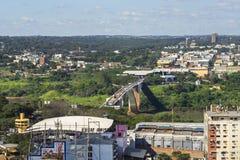 Вид с воздуха моста приятельства соединяя Бразилию и Парагвай Стоковое Изображение