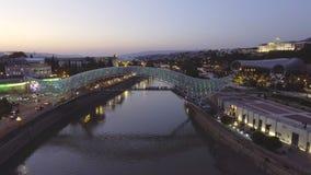 Вид с воздуха мостов ночи мира Georgia tbilisi видеоматериал