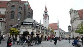 вид с воздуха Мюнхен Viktualienmarkt со своими небольшими магазинами и стойлами Время осени видеоматериал