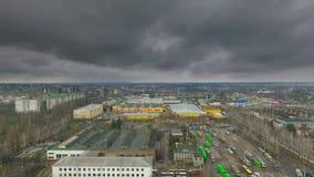 Вид с воздуха на облаках фабрики и шторма депо весной акции видеоматериалы
