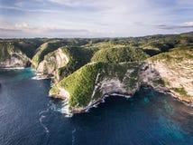 Вид с воздуха на океане и утесах Стоковые Фотографии RF