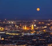 Вид с воздуха ночи Мюнхена, Германии стоковые изображения rf