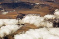 Вид с воздуха облаков над землей, ландшафт Стоковая Фотография RF