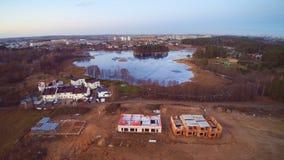 Вид с воздуха озера и домов Стоковое Изображение