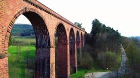 Вид с воздуха: ориентир ориентира мост-водовода акции видеоматериалы