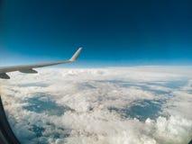 Вид с воздуха от воздушных судн или окна или иллюминатора самолета Стоковые Изображения