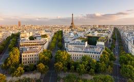Вид с воздуха Парижа и Эйфелева башни Стоковая Фотография RF
