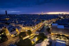 Вид с воздуха Парижа на ноче Стоковая Фотография