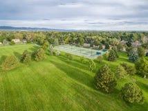 Вид с воздуха парка и теннисных кортов стоковое изображение rf