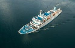 Вид с воздуха пассажирского корабля плавая в море Стоковые Фотографии RF