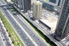 Вид с воздуха перехода на шейхе Zayed Дороге, Дубай, ОАЭ Стоковые Изображения RF