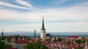 Вид с воздуха промежуток времени Таллина, Эстонии над старым городком акции видеоматериалы