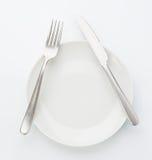 Вид с воздуха плиты фарфора с ножом и вилки изолированной дальше Стоковая Фотография RF
