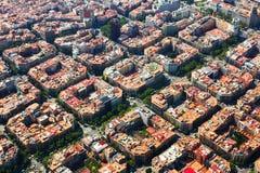 Вид с воздуха района Eixample Барселона стоковые изображения