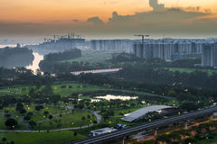Вид с воздуха растительности и парка на общественном жилом массиве Стоковые Фотографии RF