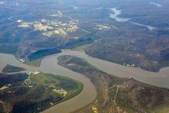 Вид с воздуха реки и горы в Австралии стоковое изображение