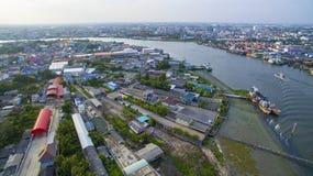 Вид с воздуха реки подбородка tha в окраине samtuhsakorn mahachai Стоковые Фото