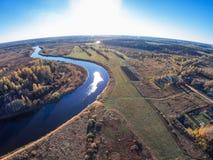 Вид с воздуха реки Mologa около деревни Kuznetsy стоковая фотография rf