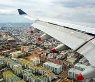 Вид с воздуха самолета приходя в землю над Хошимином Стоковое Изображение RF