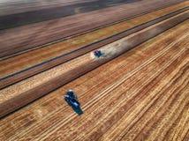 Вид с воздуха сбора машины земледелия жатки зернокомбайна Стоковое Фото