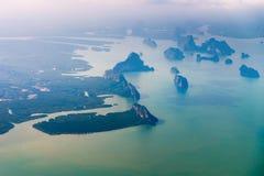 Вид с воздуха скалистых тропических островов в перепаде реки Стоковая Фотография