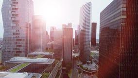 Вид с воздуха современного района зданий городского пейзажа видеоматериал
