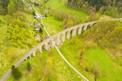 Вид с воздуха старого железнодорожного каменного виадука Стоковые Фотографии RF