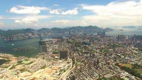 Вид с воздуха сцены Гонконга с гаванью Виктории в солнечном дне сток-видео