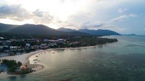 Вид с воздуха утра лета тропического моря сини ясности острова Стоковое Фото