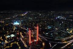 Вид с воздуха центра города и небоскребов города от сапфира Стамбула, Турции Стоковые Изображения RF