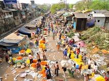 Вид с воздуха людей продавая ноготк цветет на рынке цветка Howrah Стоковое фото RF