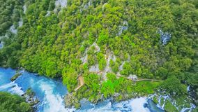 Вид с воздуха buk Strbacki водопада акции видеоматериалы
