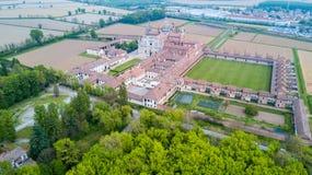 Вид с воздуха di Павии Certosa, монастыря и святыни в провинции Павии, Lombardia, Италии стоковое изображение rf