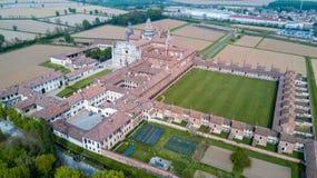 Вид с воздуха di Павии Certosa, монастыря и святыни в провинции Павии, Lombardia, Италии стоковое изображение