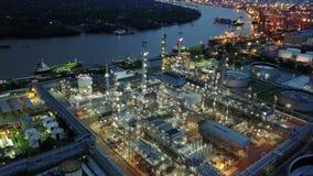 вид с воздуха 4K завода нефтеперерабатывающего предприятия видеоматериал