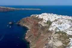 Вид с воздуха Oia в острове Santorini, Греции Стоковое Изображение RF