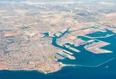 Вид с воздуха San Pedro, терминального острова и Лонг-Бич, CA Стоковое фото RF