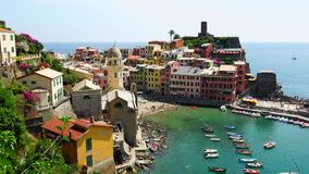 Вид с воздуха Vernazza Италии от горы УЛЬТРА HD 4k, реальное время, сток-видео